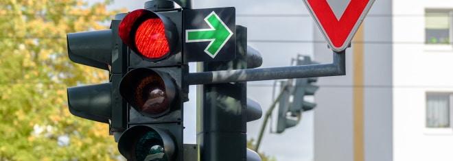 Was tun beim Überfahren einer roten Ampel? Möglicherweise hilft ein Einspruch!