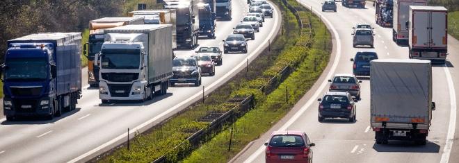 """Was heißt """"Richtgeschwindigkeit""""? Ist die deutsche Autobahn die einzige Straßenart, auf der sie gilt?"""